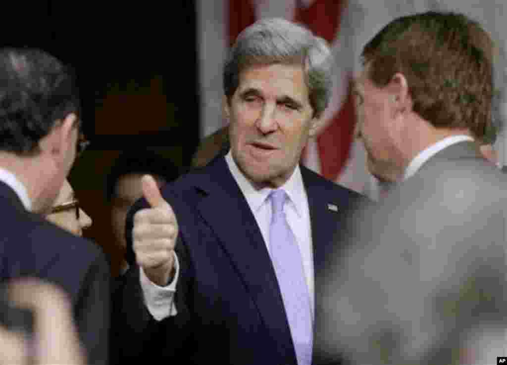 2013年2月24日,被奥巴马总统提名为接替希拉里·克林顿出任美国国务卿的约翰·克里参议员来到参议院外交关系委员会作证。参议院外交委员会要审议和批准有关克里出任国务卿的提名。克里一直担任这个委员会的主席。