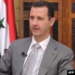"""Bashar al-Assad tinimsiz namoyishga chiqayotgan fuqarolarni """"terroristlar"""" deb ataydi"""