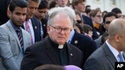 El jesuita Pat Conroy recuperó su cargo de capellán en la Cámara de Representantes de EE.UU. tras escribir una fuerte carta al presidente de ese cuerpo legislativo Paul Ryan, indicando que su renuncia hace una semana fue porque un asistente de Ryan le pidió que lo hiciera por orden del legislador.