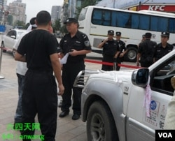 成都警方询问反日示威者(六四天网)