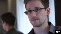 "Edvard Snouden, lično kontaktirao britanski list ""Gardijan"" i ""Vašington post"""