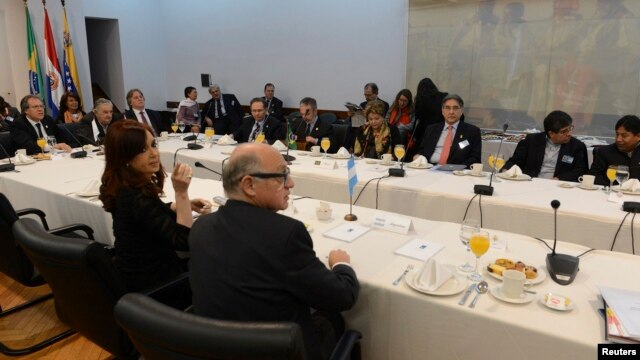 Argentina's President Cristina Fernandez (L, foreground) participates in a working breakfast with her counterparts of the Mercosur trade bloc and special guests summit in Montevideo, Uruguay, July 12, 2013.