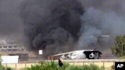 Gusti dim na aerodromu u Tripoliju