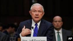 제프 세션스 미국 법무장관이 18일 의회 청문회에서 증언하고 있다.