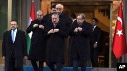 Yolsuzluk operasyonu sürerken Ankara'da bir törende biraraya gelen bakanlar