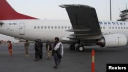 Фото: члени Талібану в кабульському аеропорту, 9 вересня 2021 року