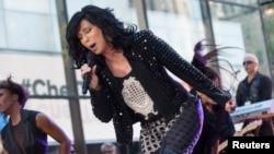 지난 9월 미국 대중가수 셰어(Sher)가 NBC 방송 '투데이쇼'에 출현해 공연을 펼치고 있다.