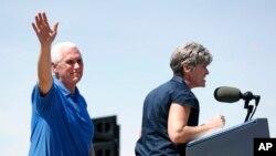 Potpredsednik Majk Pens na jučearšnjem političkom skupu u Ajovi