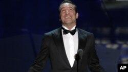 法國演員讓•迪雅爾丹在黑白影片《藝術家》中飾演一名處境艱難的無聲電影明星摘取奧斯卡最佳男主角獎