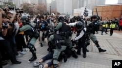 Protesti u Hong Kongu u znak podrške Ujgurima (AP Photo/Lee Jin-man)