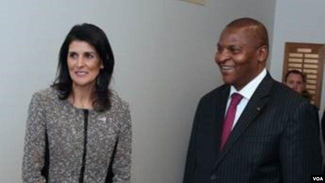 L'ambassadrice américaine aux Nations unies Nikki Haley et le président de la Centrafrique Faustin-Archange Touadera