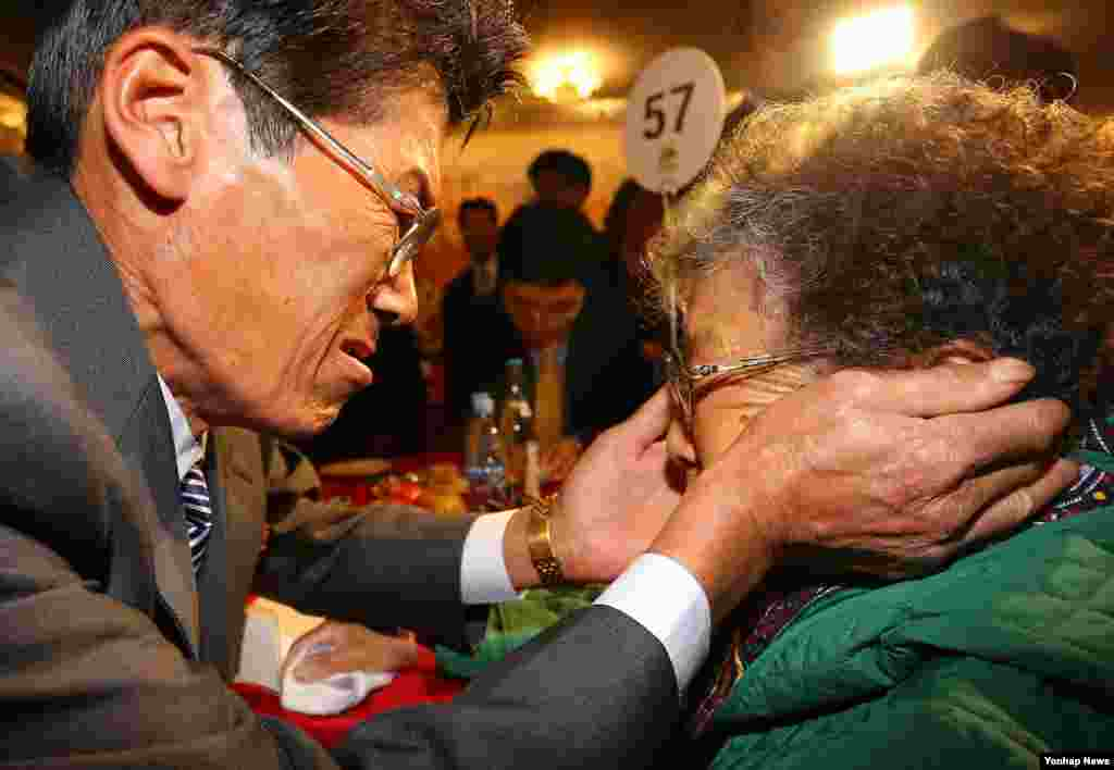 Relatives embrace each other at the Separated Family Reunion Meeting at the Diamond Mountain resort in North Korea, Oct. 24, 2015.