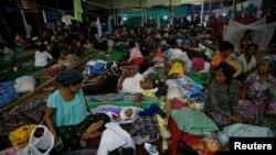 Suasana di penampungan sementara pengungsi di sebuah gereja Kristen di kota Tanai, negara bagian Kachin, Myanmar, 16 Juni 2017. (Foto: dok).
