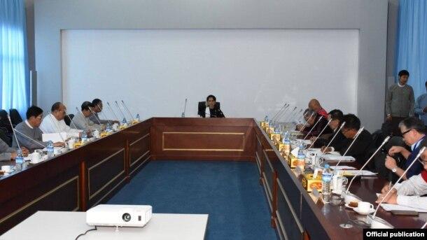 တုိင္းရင္းသား လက္နက္ကိုင္အဖဲြ႔ ၈ဖဲြ႔ကို ကုိယ္စားျပဳတဲ့ PPST ေခၚ ၿငိမ္းခ်မ္းေရးလုပ္ငန္းစဥ္ ဦးေဆာင္အဖဲြ႔နဲ႔ ေဆြးေႏြး (Myanmar State Counsellor Office)