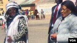 UNkosikazi Nkosikazi Sithembiso Nyoni loNkosikazi Auxilia Mnangagwa.