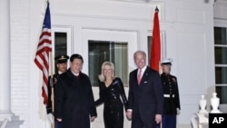美國副總統拜登星期二在白宮接待到訪的中國國家副主席習近共享晚宴。