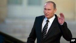 الکساندر لیتویننکو ابتدا جاسوس روسیه بود اما بعد به یکی از مخالفان پوتین تبدیل شد.