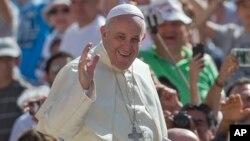 Pope Singing Girl