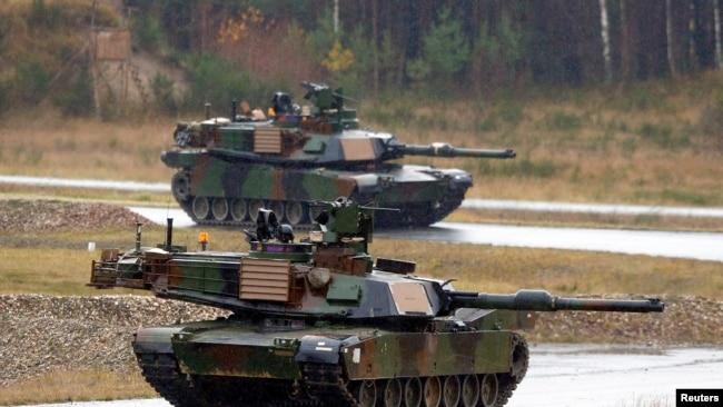 美軍M1A2艾布拉姆斯主戰坦克(圖為美軍與北約及夥伴國家軍人2014年11月18日在德克薩斯州胡德堡舉行的聯合軍演)