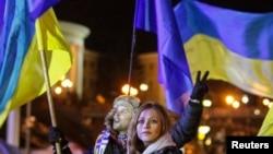 Kiev'de AB ile bütünleşmeyi savunan hükümet karşıtı göstericiler