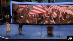 Мишель Обама приветствует волонтеров перед открытием Национального демократического съезда. Шарлотта, Северная Каролина. 3 сентября 2012 года