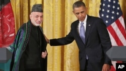 عکس آرشیف: رئیس جمهور کرزی با آقای اوباما در کاخ سفید