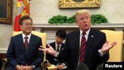 Predsednik SAD Donald Tramp i predsednik Južne Koreje Mun Džae In na sastanku u Beloj kući