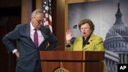 Senatorlar Barbara Mikulski va Charlz Shumer. Shumer Eron bilan kelishuvga qarshi, Mikulski esa bu to'g'ri qaror deydi.