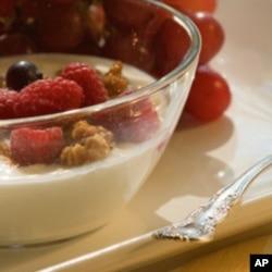 ນົມສົ້ມຫລື yogurt ເປັນອາຫານທີ່ ກິນຫລາຍຂຶ້ນ ຊໍ້າຜັດເຮັດໃຫ້ ນໍ້າໜັກຫລຸດລົງ