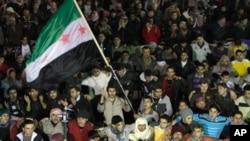 바샤르 알-아사드 대통령의 퇴진을 요구하는 반정부 시위대