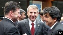 Посол ЕС в России Вигаудас Ушацкас (в центре)