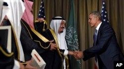 Prezident Obama Turkiyada, Katta Yigirmalik sammitida Saudiya Arabistoni qiroli Salmon bilan ko'rishmoqda, 15-noyabr, 2015-yil