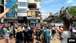 Quang cảnh biểu tình trước chợ Hàn, Đà Nẵng.