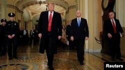 Президент Дональд Трамп и вице-президент Майк Пенс в здании Конгресса. 9 января 2018 г.