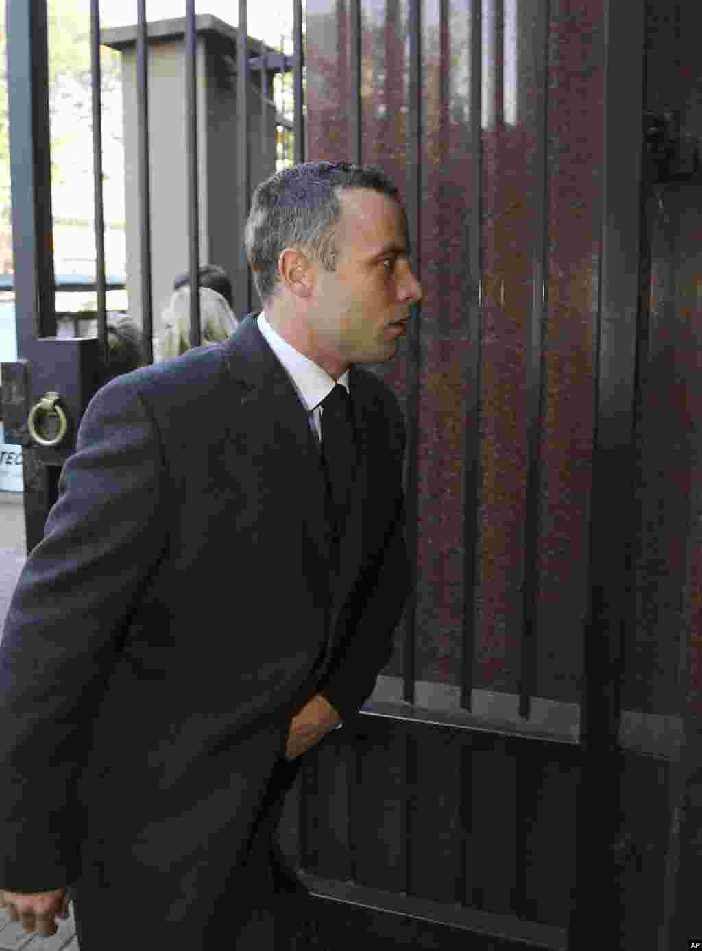 Oscar Pistorius arrives at the high court in Pretoria, South Africa, May 20, 2014.