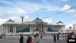 乌兰巴托市中心成吉思汗广场。(美国之音白桦拍摄)