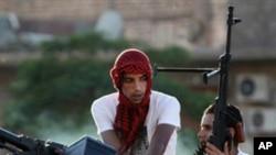 무기를 들고 있는 리비아 혁명군