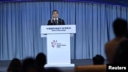 華為董事長梁華2018年8月23日在重慶的智博會上講話。(資料照片)