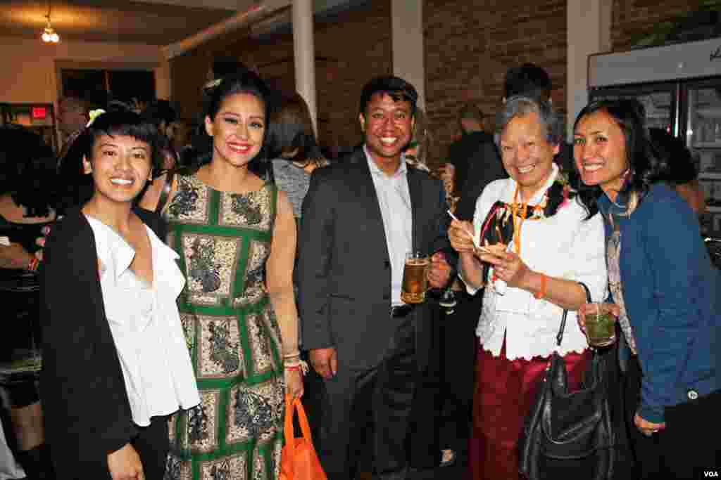 Cambodian-American Seda Nak, venue host and owner of Shopkeepers Gallery (left) and other Cambodian-guests and organizers at a Washington, DC fundraiser and silent auction organized by Caring for Cambodia, a non-profit to help support 21 impoverished schools in Cambodia's Siem Reap province, May 4, 2017. (VOA Khmer)