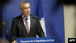 Jaksa kepala Paris Francois Molins berpidato dalam konferensi pers mengenai Ayoub El-Khazzani, tersangka serangan teroris di Paris (25/8). (AFP/Miguel Medina)