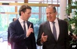 Міністр закордонних справ Австрії Себастіан Курц із міністром закордонних справ Росії Сергієм Лавровим напередодні неофіційної наради ОБСЄ. Австрія, 11 липня 2017 року.