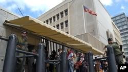 تل ابیب میں واقع امریکی سفارت خانہ۔ امریکی حکام نے مشرقِ وسطیٰ میں امریکی تنصیبات کی سکیورٹی سخت کرنے کا حکم دیا ہے