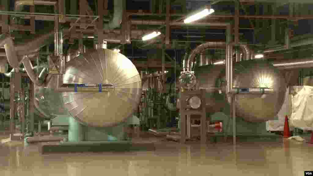 Feedwater heaters in the turbine building at the experimental Monju fast breeder reactor facility in Japan, Sep. 25, 2012. (S. Herman/VOA)