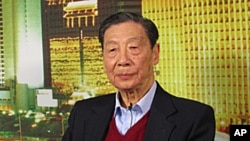 中国经济学家茅于轼2009年3月9日在美国之音北京记者站的演播室接受现场连线访问