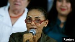 Politisi Brazil Marina Silva berbicara dalam acara kampanye di Brasilia (20/8). (Reuters/Ueslei Marcelino)