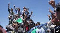 Abdullah Abdullah yanlısı göstericiler seçimlerin ikinci turunda hile yapıldığını savunuyor