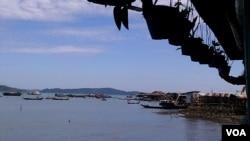 皎漂港位于缅甸若开邦,是中缅油气管道的起点。(2013年11月11日,美国之音朱诺拍摄)