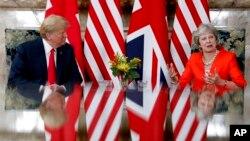 El presidente de EE.UU., Donald Trump, y la primera ministra de Gran Bretaña, durante su reunión en Chequers, en Buckinghamshire, Inglaterra, el viernes, 13 de julio de 2018.