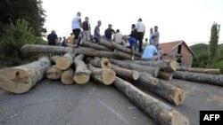 Этнические сербы блокировали подразделения войск НАТО на границе