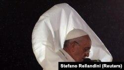 Le pape dans le vente.